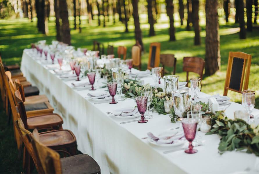 preparar mesa banquete
