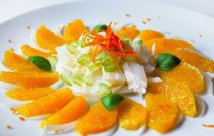 Ensalada de escarola con bacalao, naranja y vinagre de jerez