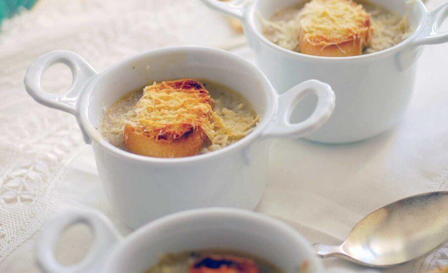 sopa de cebolla al cava