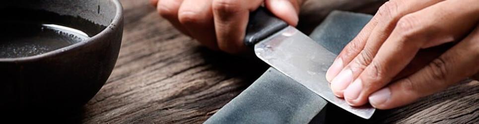 Afilar cuchillo piedra al agua
