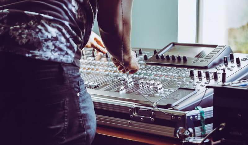 dj y música en vivo