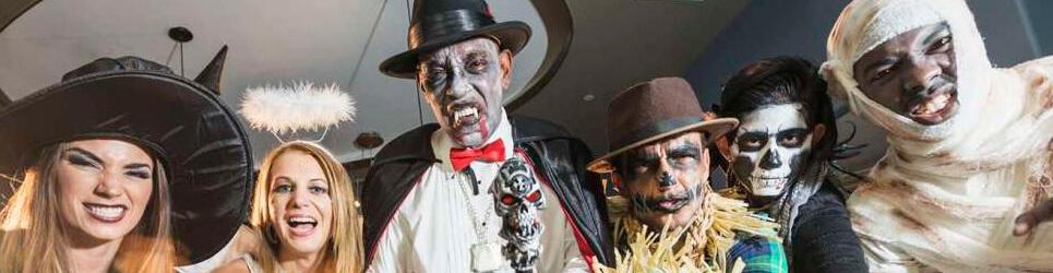 Staff disfrazado Halloween
