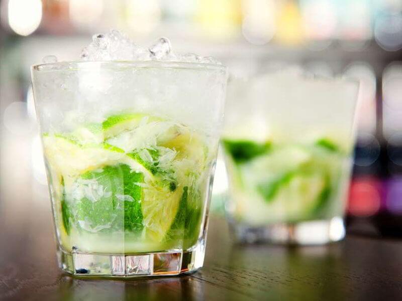 Cóctel vodka Caipiroska