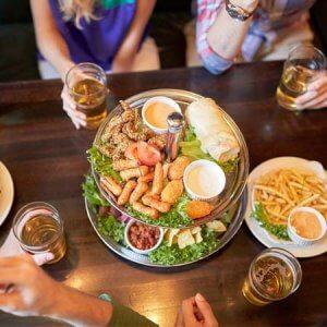 comment attirer plus de clients dans votre bar