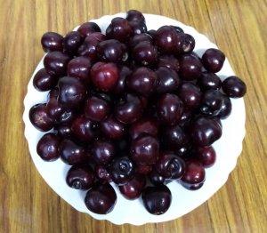 plato de cerezas